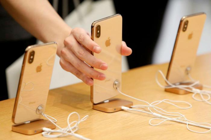 Apple cuts current-quarter production plan for new iPhones by 10%: Nikkei