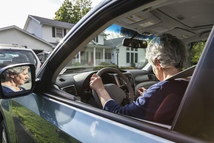 Study shows older drivers are more easily distracted than younger drivers