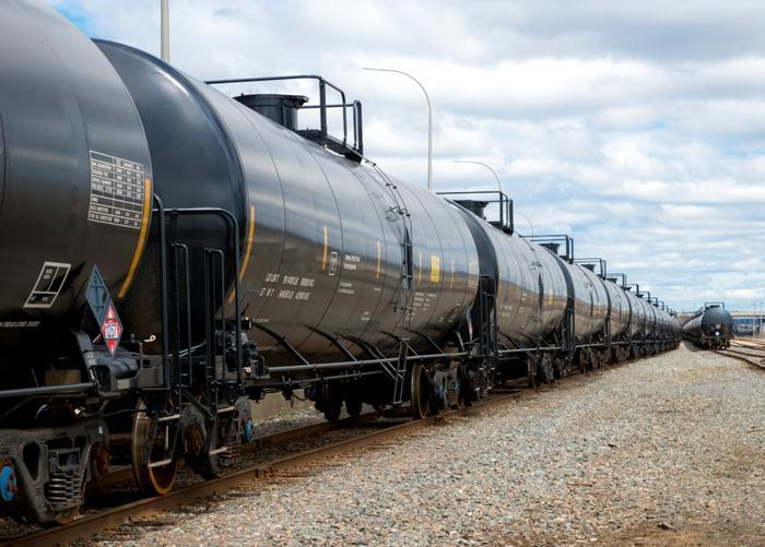 Trump signs order to allow natural gas on freight rail