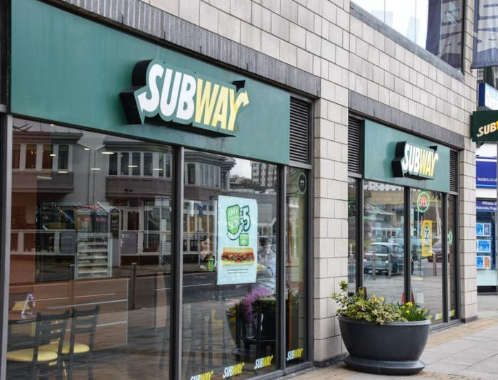 Subway to close around 500 USA stores, open more than 1000 overseas