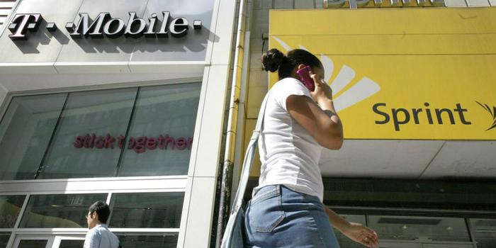 FCC pauses review of T-Mobile's Sprint deal