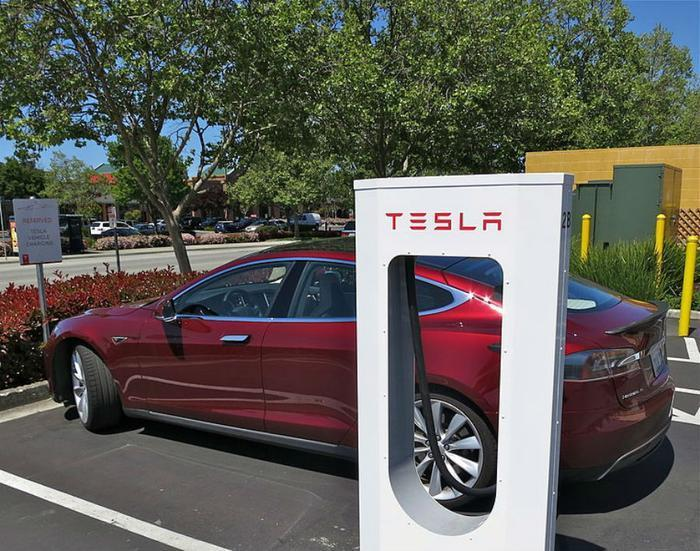 Tesla Superchargers are coming to a big city near you