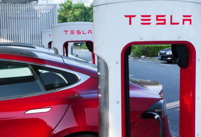 Another Tesla driver files complaints over unintended