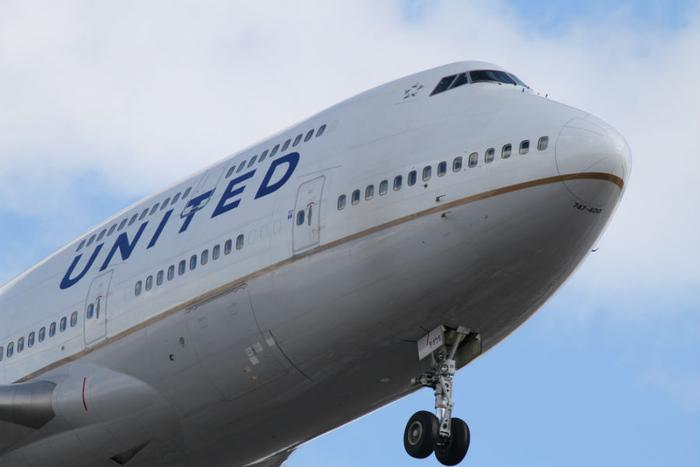 United Airlines pauses lottery for bonuses after employees rebel online