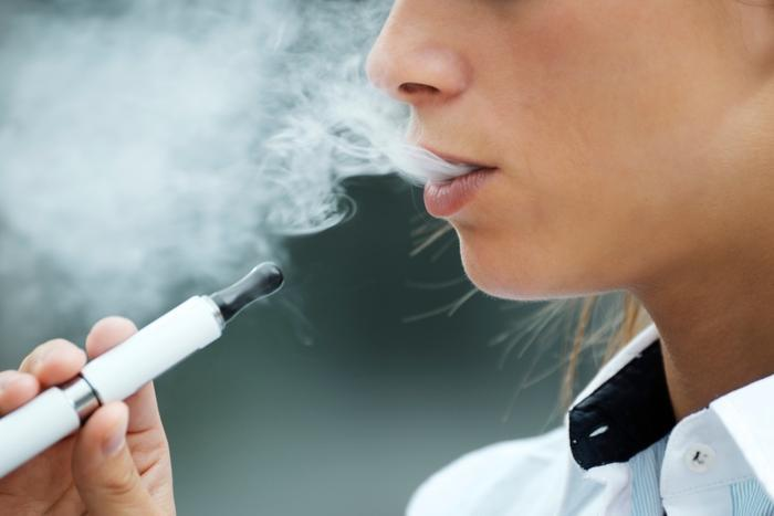 First Kansas death from vaping-related lung disease reported amid national outbreak