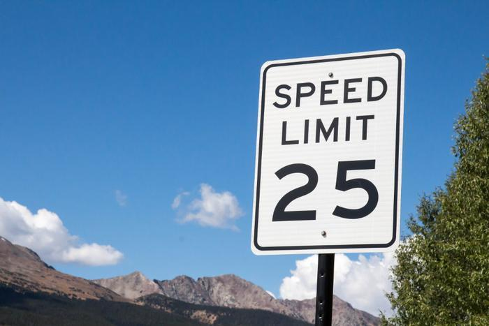 argue against the limitation of speed limits Argue for or against the limitation of speed limits - 1281334.