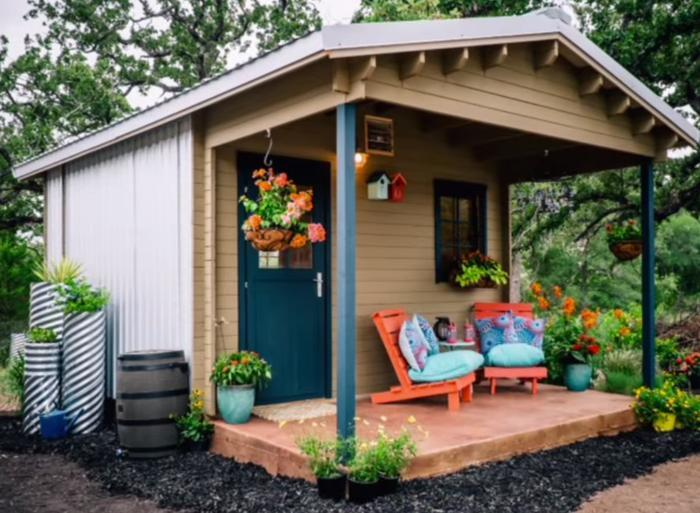 Inexpensive tiny house