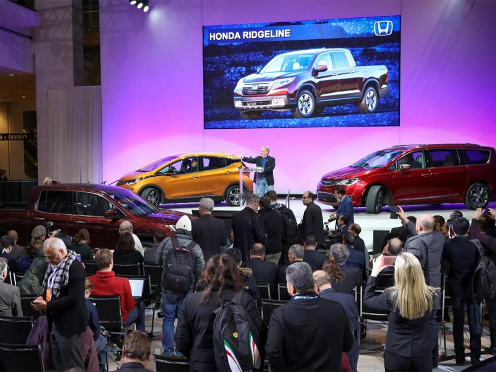 Technology competes with style and performance at Detroit Auto Show