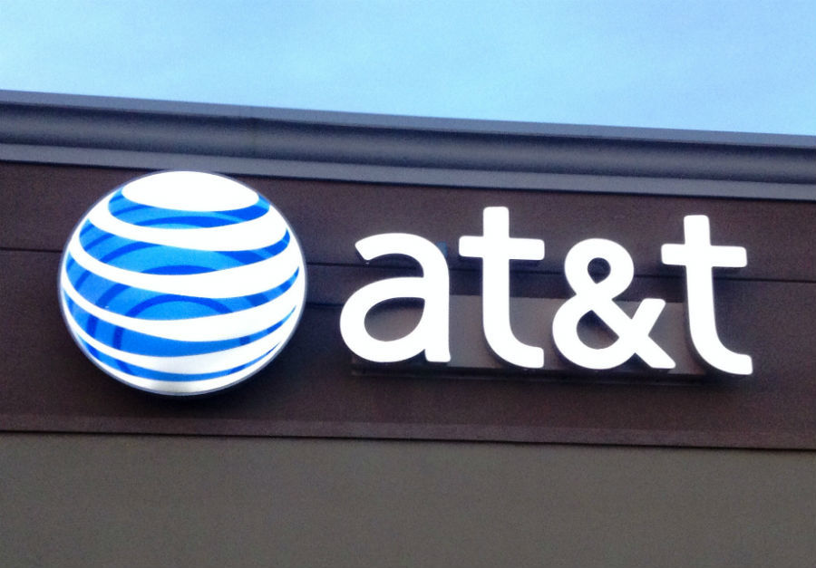 AT&T launches free smartphone promotion