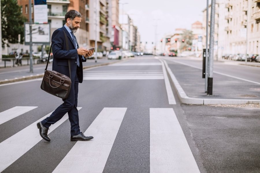 Texting jeopardizes the safety of pedestrians crossing the street, study finds