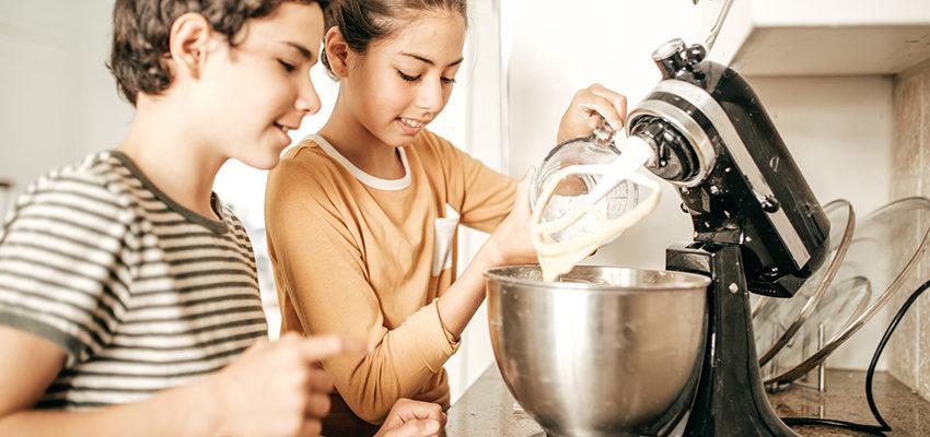 kids using mixer