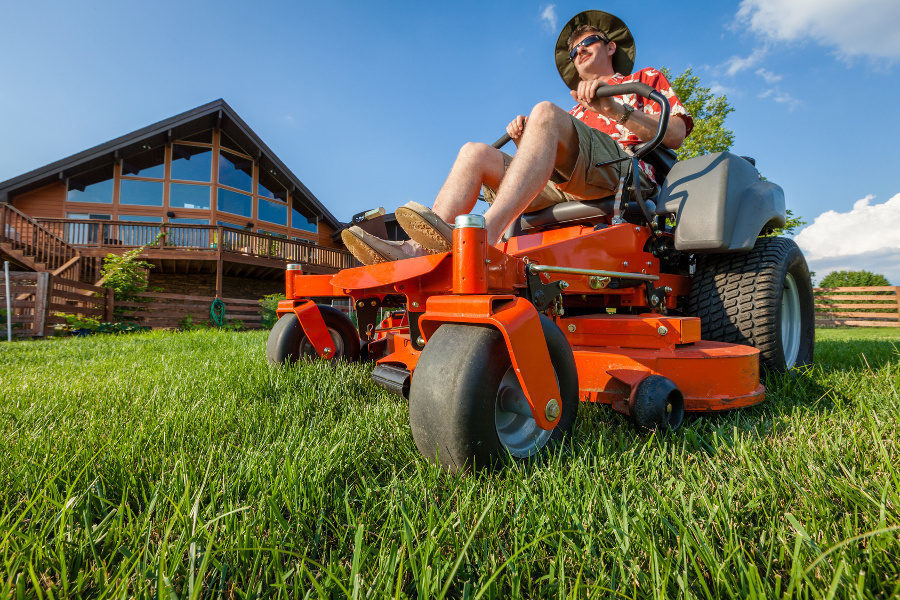 what to look for in a lawn tractor