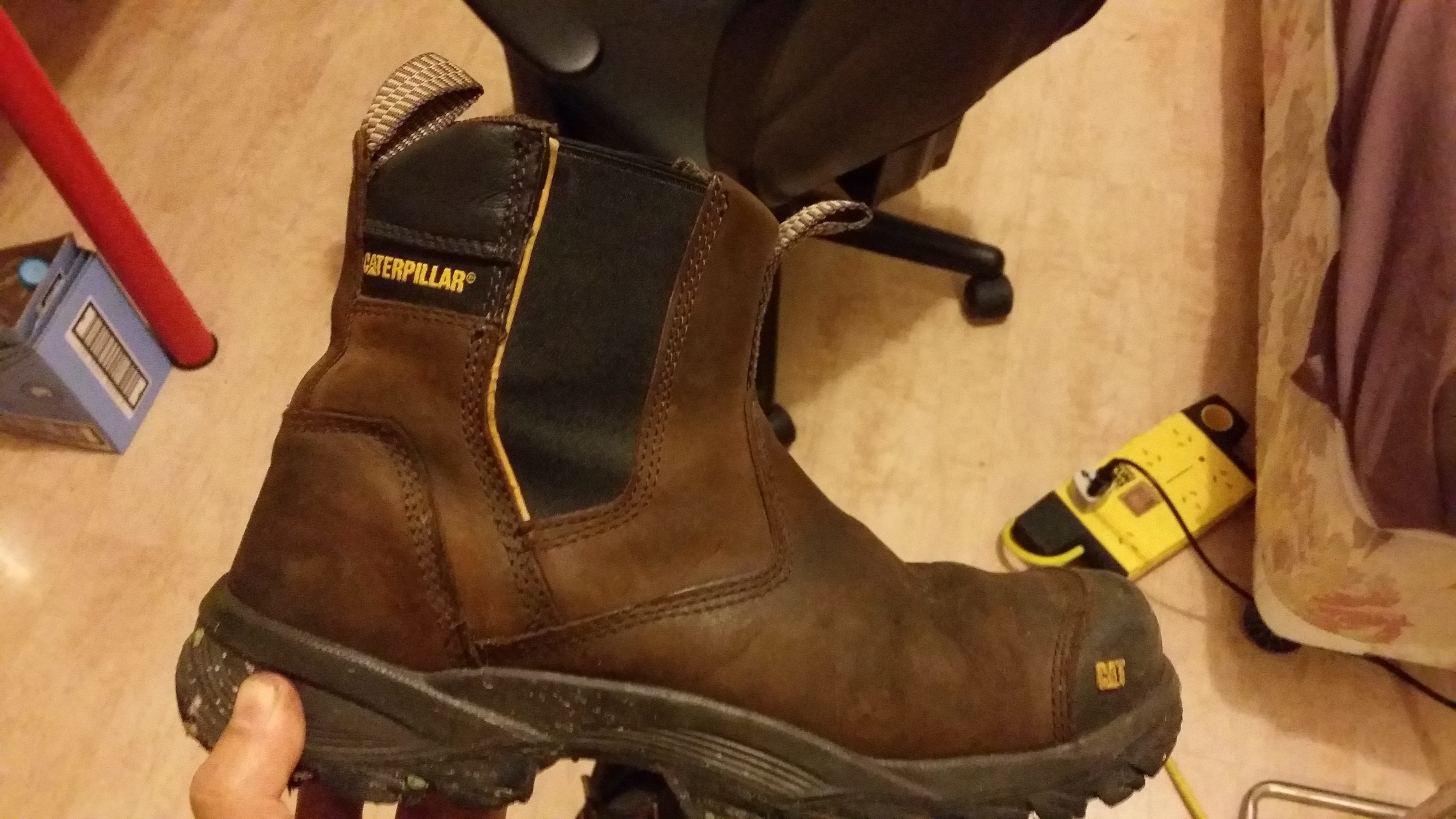 Top 32 Complaints and Reviews about Caterpillar Boots and Shoes