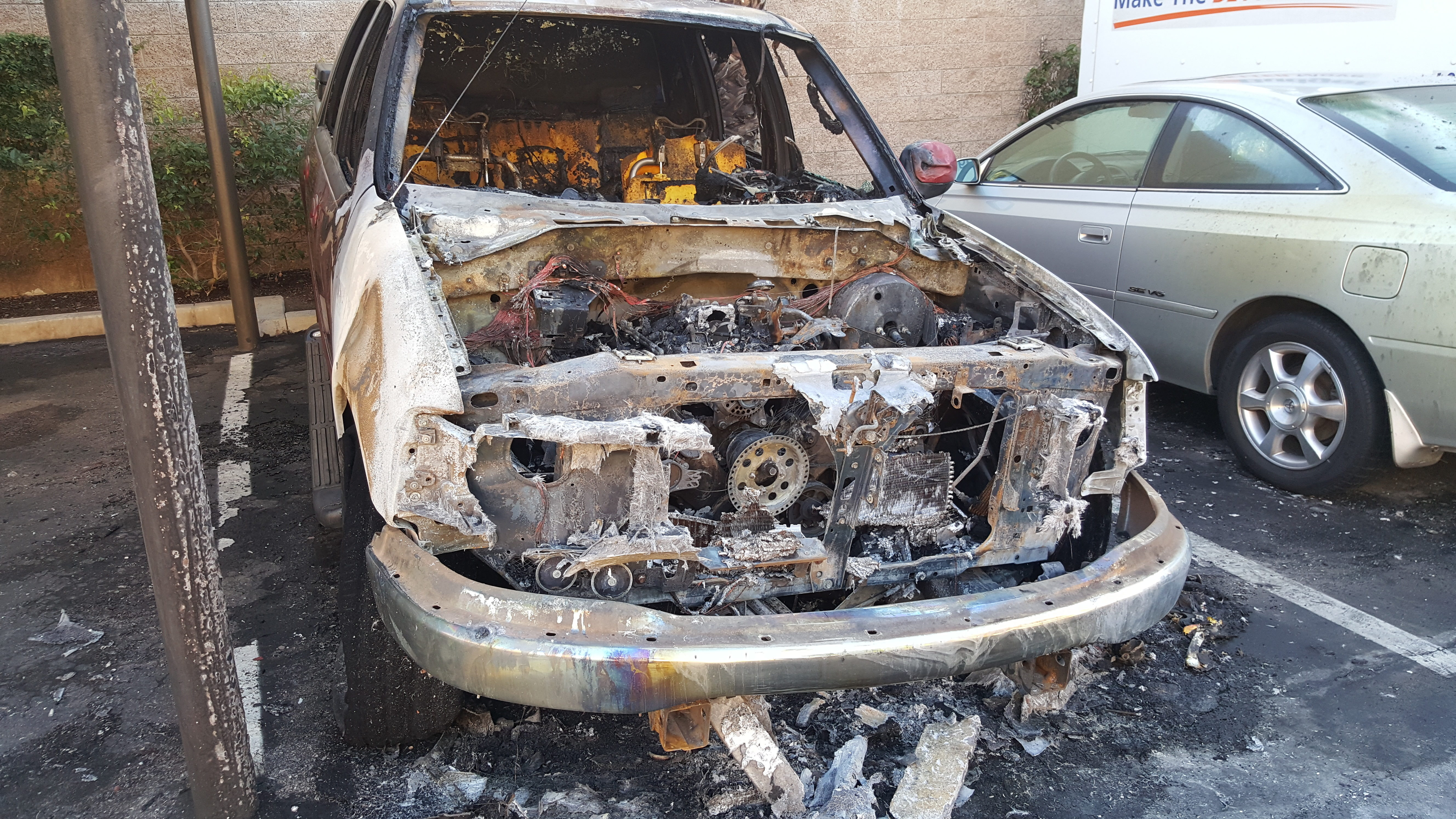 top 324 complaints and reviews about ford f150 engine fires. Black Bedroom Furniture Sets. Home Design Ideas