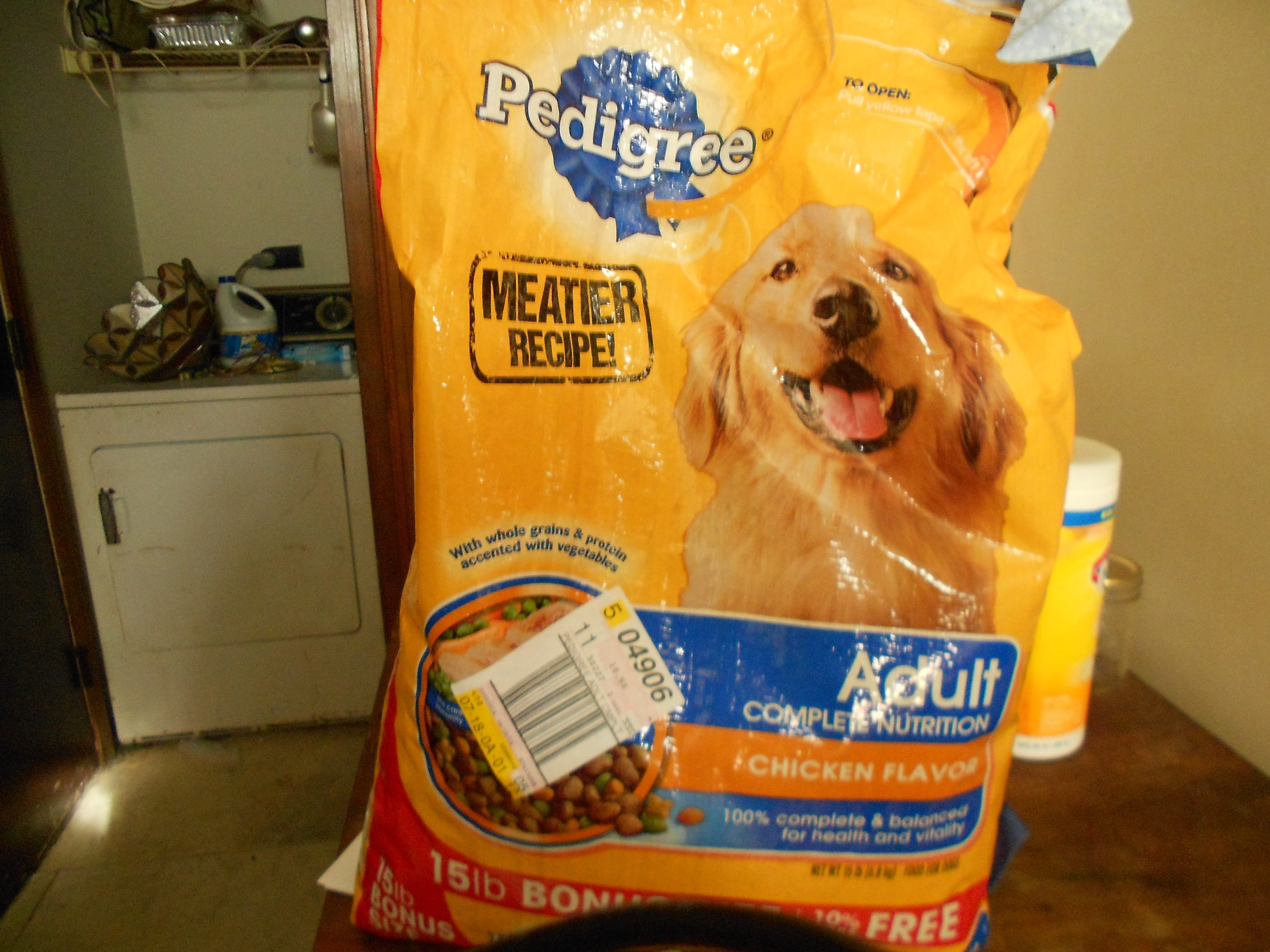 Apr 02, · Put the Bag in a Can. Although keeping the food in the original bag is important, that doesn't mean you can't place the entire bag in a storage container. For small bags of food, a kitchen canister works great. For larger bags, a plastic or metal trash can is fine.