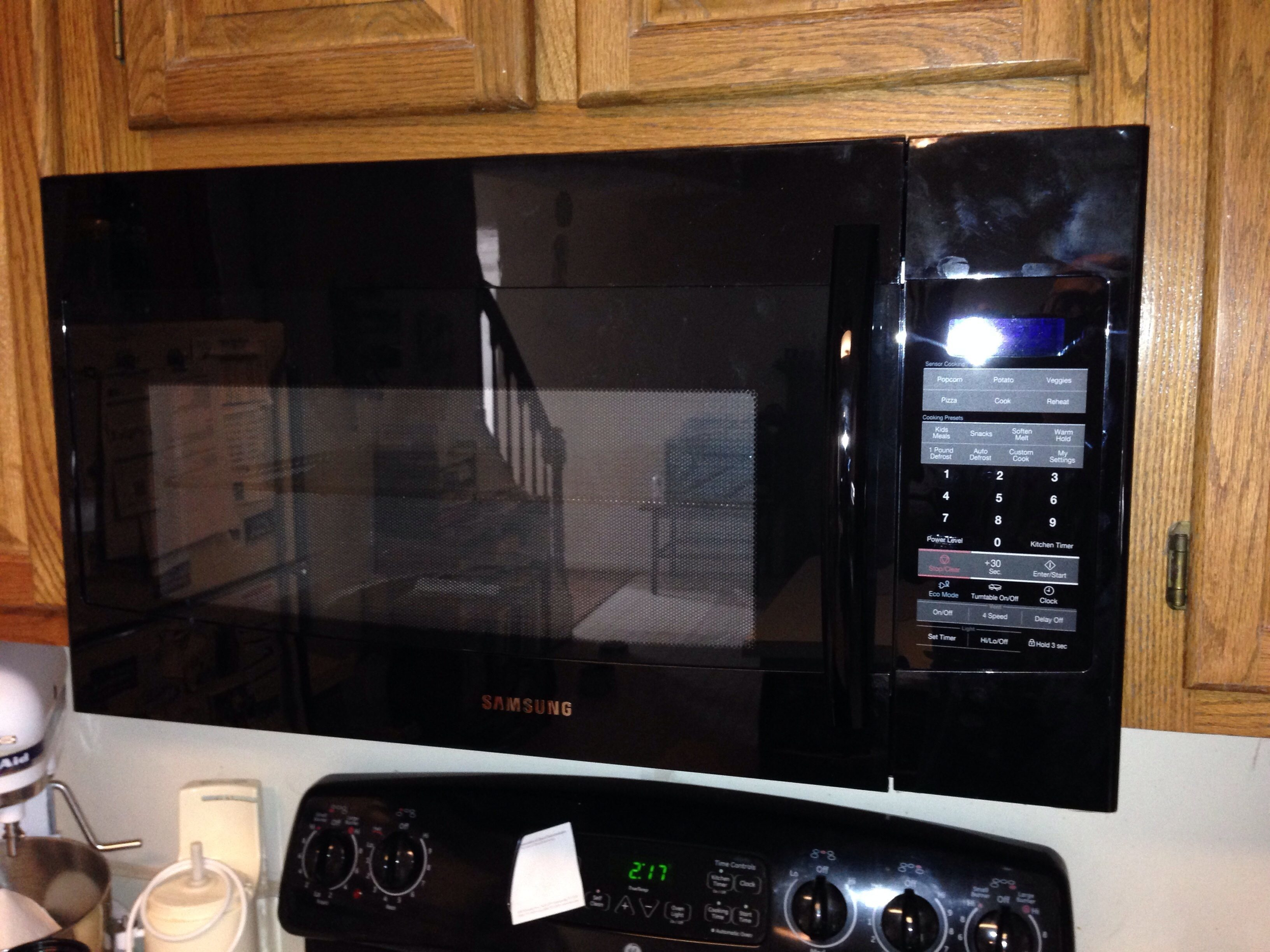 Had A Brand New Manufactured August 2017 Samsung Smh1816b Otr Microwave Oven Installed On 10 05 As Soon The Installer Plugged It In For First